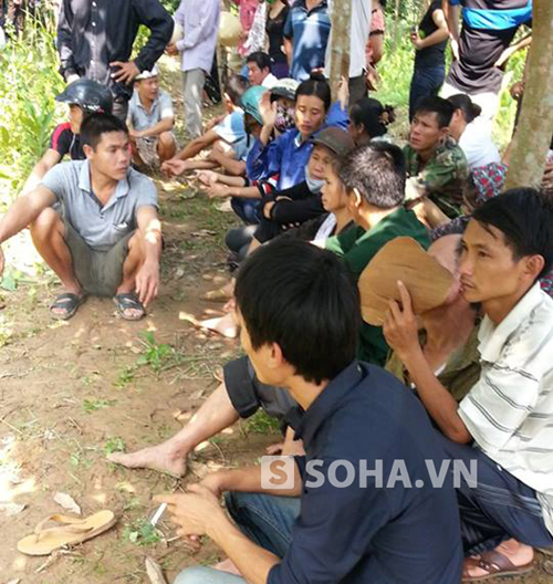 Nhức lòng đám tang tập thể vụ ô tô Innova bị lũ cuốn tại Nghệ An