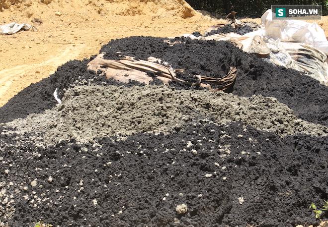 Đang lấy mẫu phân tích 100 tấn chất thải của Formosa chôn trong trang trại GĐ môi trường - Ảnh 1.