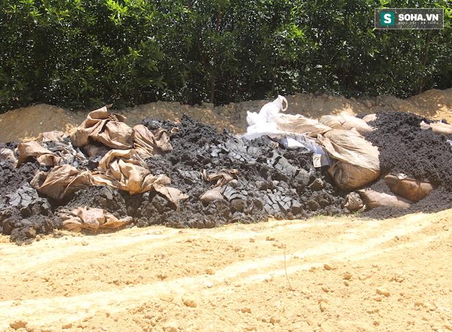 Đang lấy mẫu phân tích 100 tấn chất thải của Formosa chôn trong trang trại GĐ môi trường - Ảnh 3.