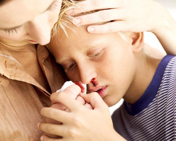 Nguy hiểm chết người vì áp dụng cách chữa bệnh truyền miệng - Ảnh 3.