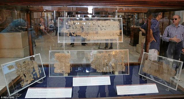 Tìm thấy nhật ký người xây kim tự tháp đã 4.500 năm tuổi, có cả bảng lương công nhân - Ảnh 1.