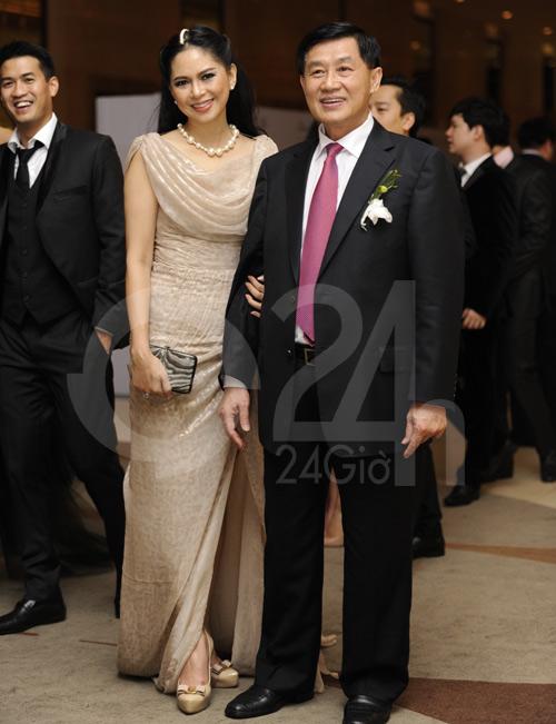 Mẹ chồng Hà Tăng khoe vẻ đẹp không tuổi tác 2