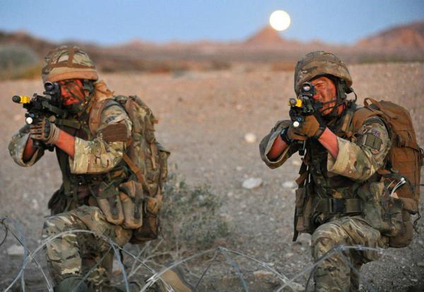Đặc công Anh tập trận Cá Sấu Đen tại sa mạc Mỹ 15
