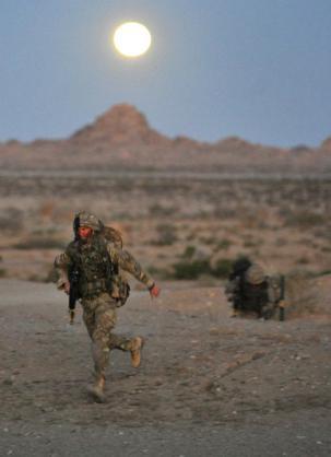 Đặc công Anh tập trận Cá Sấu Đen tại sa mạc Mỹ 16