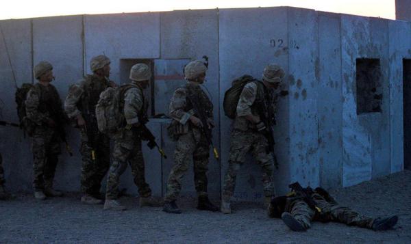 Đặc công Anh tập trận Cá Sấu Đen tại sa mạc Mỹ 17