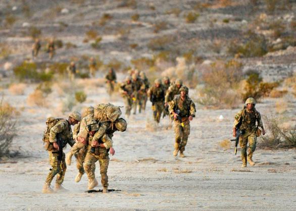 Đặc công Anh tập trận Cá Sấu Đen tại sa mạc Mỹ 19