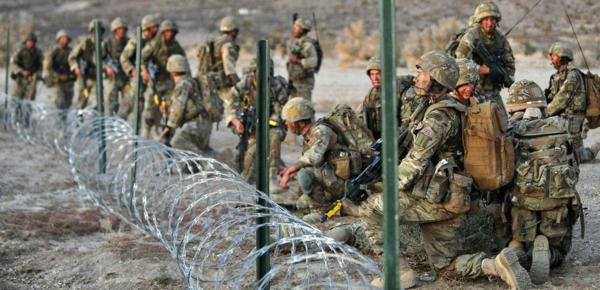 Đặc công Anh tập trận Cá Sấu Đen tại sa mạc Mỹ 22