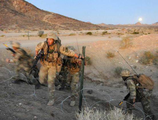 Đặc công Anh tập trận Cá Sấu Đen tại sa mạc Mỹ 25