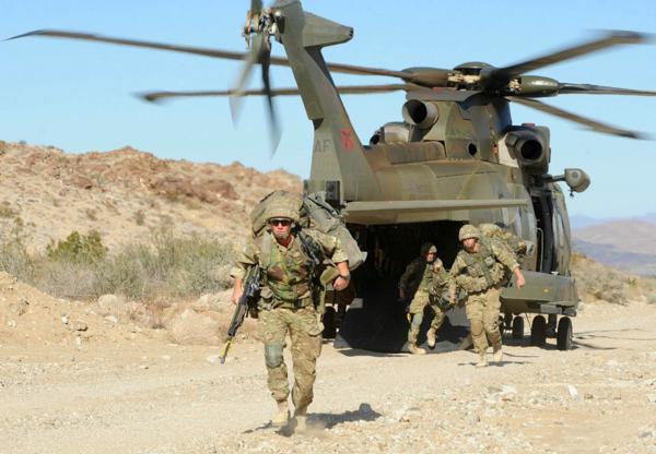 Đặc công Anh tập trận Cá Sấu Đen tại sa mạc Mỹ 10
