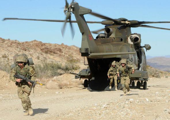 Đặc công Anh tập trận Cá Sấu Đen tại sa mạc Mỹ 11