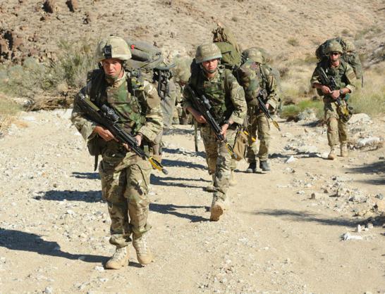 Đặc công Anh tập trận Cá Sấu Đen tại sa mạc Mỹ 13