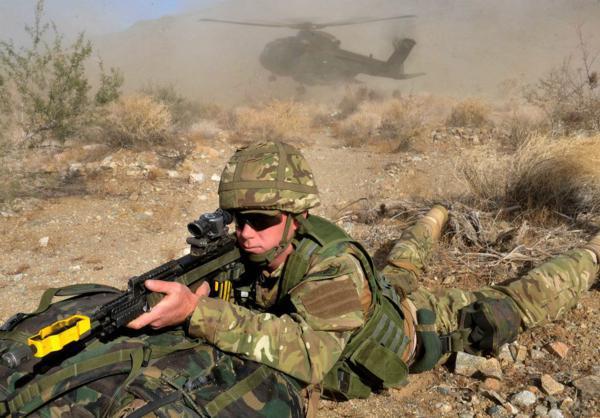 Đặc công Anh tập trận Cá Sấu Đen tại sa mạc Mỹ 1