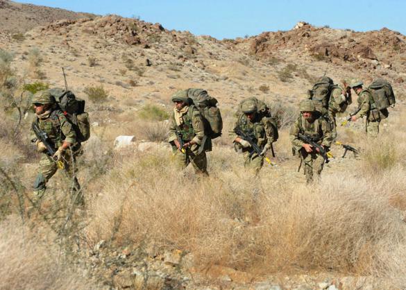 Đặc công Anh tập trận Cá Sấu Đen tại sa mạc Mỹ 8