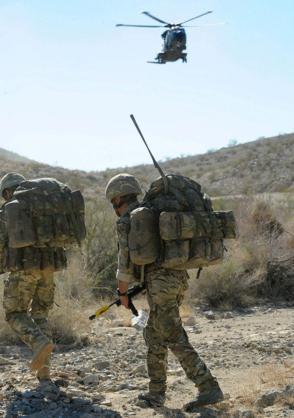 Đặc công Anh tập trận Cá Sấu Đen tại sa mạc Mỹ 9