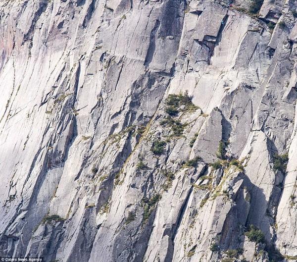 Núi Dolomites thuộc dãy Alps tại Ý. .content ul li img {height: auto;}