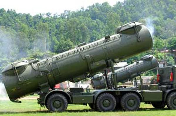 Tên lửa hành trình Kh-35 Uran-E trang bị trên tàu hộ tống tên lửa Project 12418, BSP-500 và khinh hạm Gepard 3.9. Trong ảnh là hệ thống ống phóng chứa tên lửa Kh-35 trên khinh hạm Gepard 3.9 mang tên HQ-012 Lý Thái Tổ.