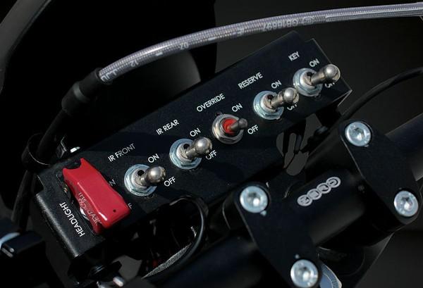 Nhà sản xuất cũng cho biết thêm xe được thiết kế nhằm tiết kiệm năng lượng tối đa với sự kết hợp giữa điều khiển công suất và phanh. Bên cạnh đó, năng lượng quay của bánh xe cũng sẽ tham gia vào quá trình tái tạo năng lượng điện dự trữ.