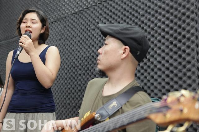 Bảo Trâm cũng là một giọng hát được đánh giá cao trong cuộc thi năm ngoái. Cô được xem là cơn gió mát lành của Vietnam Idol 2012.