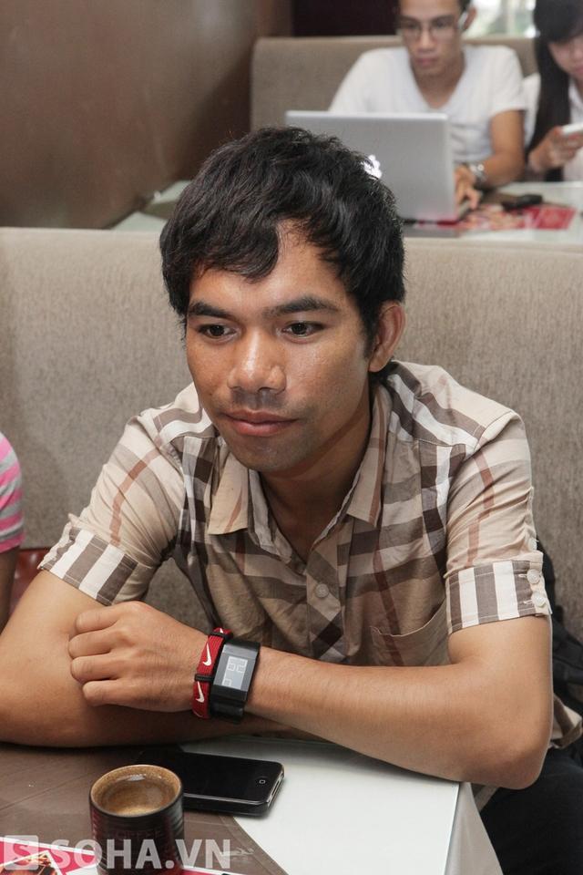 Chiều qua, quán quân Vietnam Idol 2012 đã đáp máy bay ra Hà Nội để chuẩn bị cho chương trình ca nhạc Vút bay sẽ diễn ra vào ngày 27.6 tới.