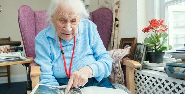 Tiết lộ bí quyết sống thọ cực lạ lùng của cụ bà hơn 100 tuổi