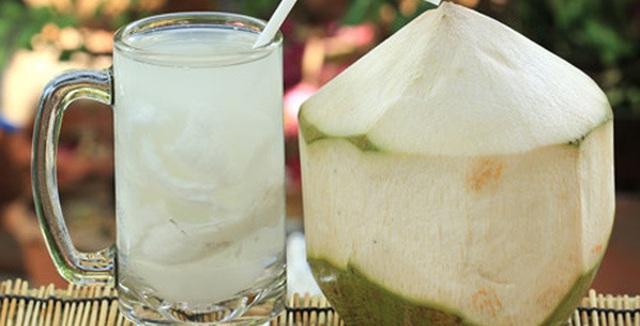 Bị tiêu chảy, bạn hãy uống nước dừa