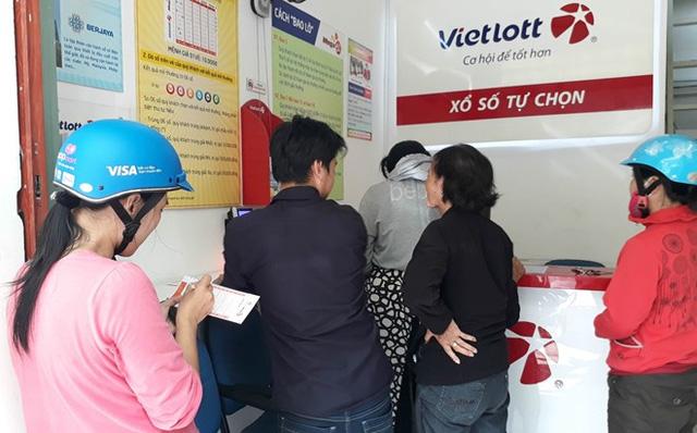 Người chơi vé số Sài Gòn thích phó mặc vận may cho máy