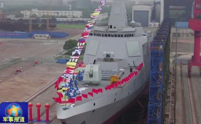 """Tàu chiến khổng lồ của Trung Quốc khiến Mỹ """"chạy dài"""""""