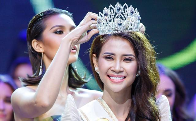 Á khôi Liên Phương đăng quang Miss Eco Tourism 2017