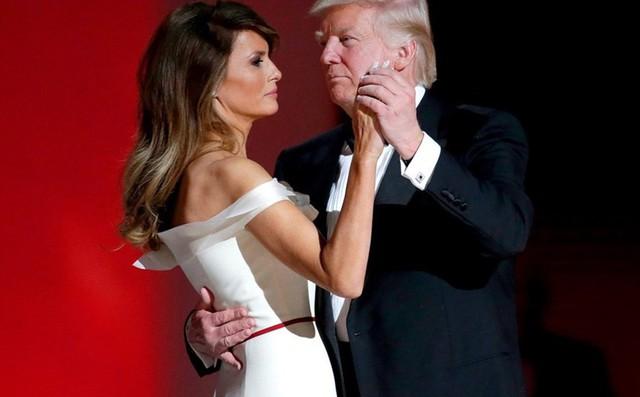 """Ông Donald Trump và bà Melania """"phá vỡ"""" truyền thống của vợ chồng Tổng thống Mỹ"""