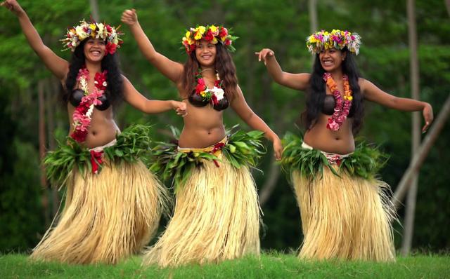 """Hòn đảo kỳ lạ ở Thái Bình Dương: Chốn thần tiên - nơi trai gái chưa kịp lớn đã """"yêu"""""""