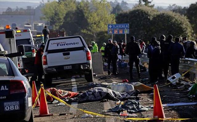 Gần 40 người thương vong trong vụ tai nạn liên hoàn ở Mexico