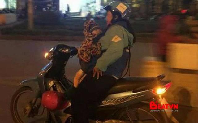 Hình ảnh xúc động trước thềm 8/3: Nữ tài xế Uber địu em bé đi làm cùng trong đêm muộn