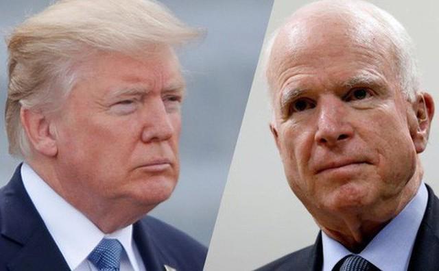 """Ông McCain """"không muốn Tổng thống Trump dự tang lễ"""""""
