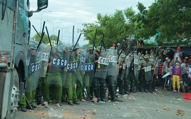 Vụ hàng nghìn người gây rối, đập phá ở Bình Thuận: Công an thả 191 người, tạm giữ 17 nghi can chính 1