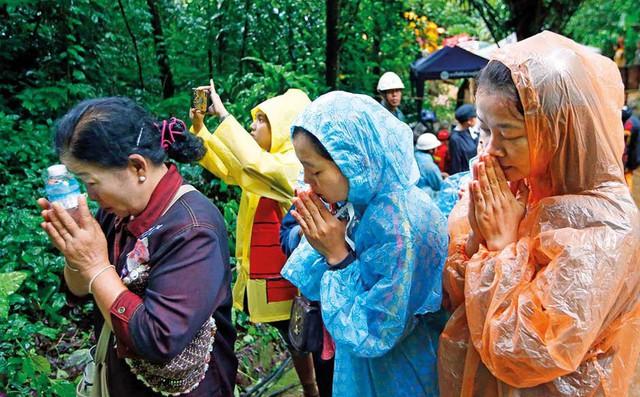 Tướng Thái Lan tiết lộ đã làm lễ cầu xin Thần Mưa cho thêm 3 ngày để giải cứu đội bóng 1