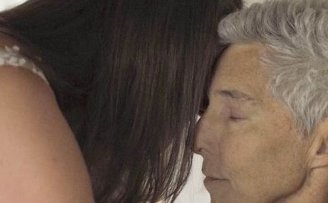 Bố khiêu vũ cùng con gái 48 tiếng trước khi qua đời