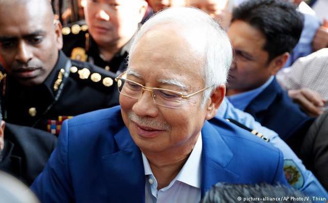 [NÓNG] Cựu thủ tướng Malaysia Najib Razak bị bắt giữ tại nhà riêng