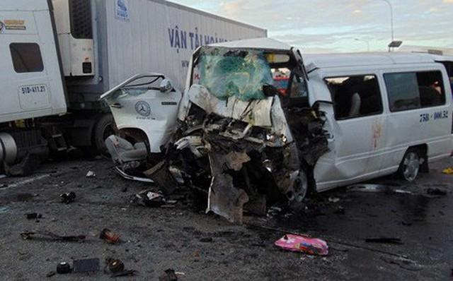 Tai nạn thảm khốc giữa xe rước dâu và container, chú rể và 12 người tử vong 1
