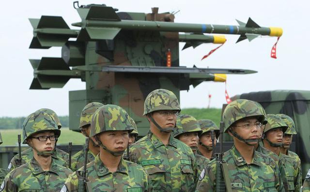 """Đồng minh dứt tình, Đài Loan """"đòi quà"""": Thà ném xuống biển còn hơn đem tặng"""