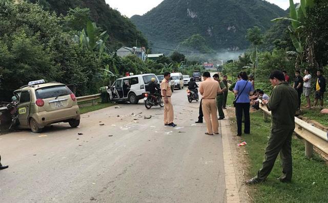 Xe cứu thương đấu đầu taxi, một người tử vong, 7 người bị thương