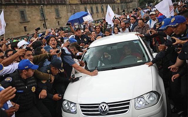 """Tổng thống đắc cử Mexico từ bỏ cận vệ với lý do: """"Người dân sẽ bảo vệ tôi!"""""""