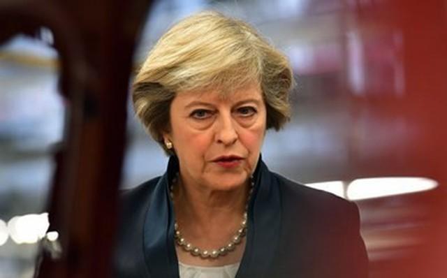 """Chính phủ Anh """"hỗn loạn"""" sau khi Bộ trưởng Brexit từ chức"""