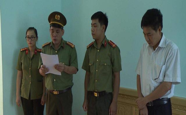 Phó Giám đốc Sở GD&ĐT Sơn La copy dữ liệu gốc bài thi mang về nhà, chấm thử trước khi sửa bài gốc 1