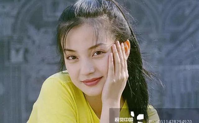 """Ảnh thanh xuân hiếm hoi của Triệu Vy thuở 20: """"Tình đầu"""" trong tim của hàng vạn khán giả"""