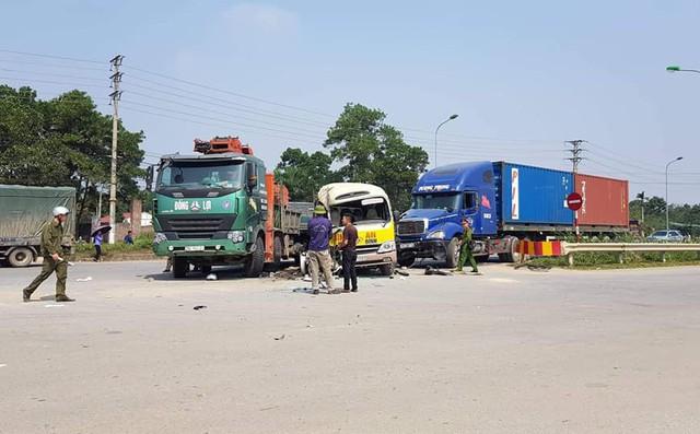 Tai nạn làm 2 người chết, 5 người bị thương: Xe tải cẩu quay đầu ở điểm không được phép