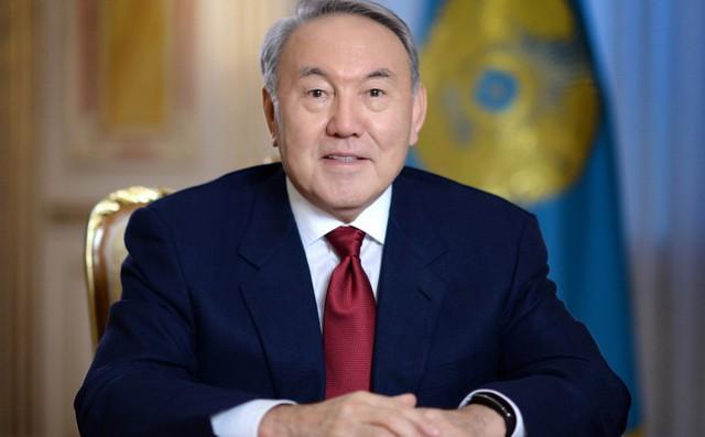 Tổng thống đầu tiên của Kazakhstan từ chức sau gần 30 năm cầm quyền