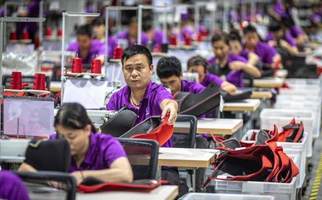 """""""Im thin thít và lặn mất tăm"""": Cách các doanh nghiệp rời TQ sang Việt Nam tránh bão thương chiến"""