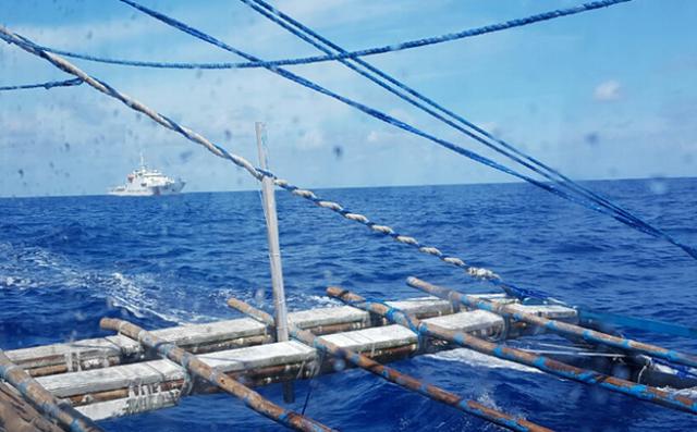 Ngư dân Philippines kể về vụ va chạm: Giữa đêm đang ngủ thì bị tàu Trung Quốc đâm trúng