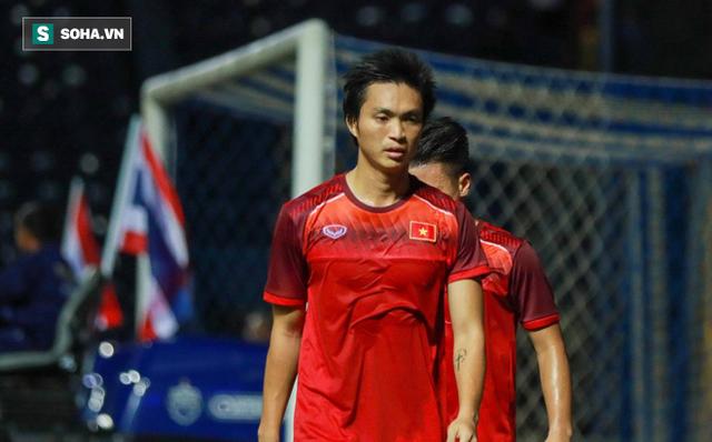Nhìn Thái Lan chơi bạo lực, bố Tuấn Anh nghẹn ngào chúc con bình an ở trận chung kết