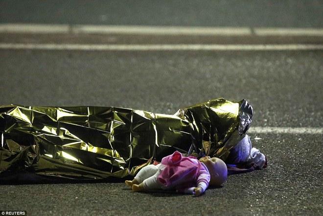 Người Việt gửi từ Paris: Tại sao Pháp đau thương nhưng không sợ hãi? - Ảnh 1.